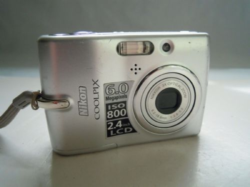 Nikon COOLPIX L11 6.0 MP Digital Camera - Matt silver